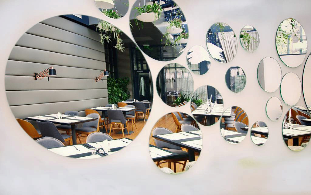 Mirror Wall Restaurant
