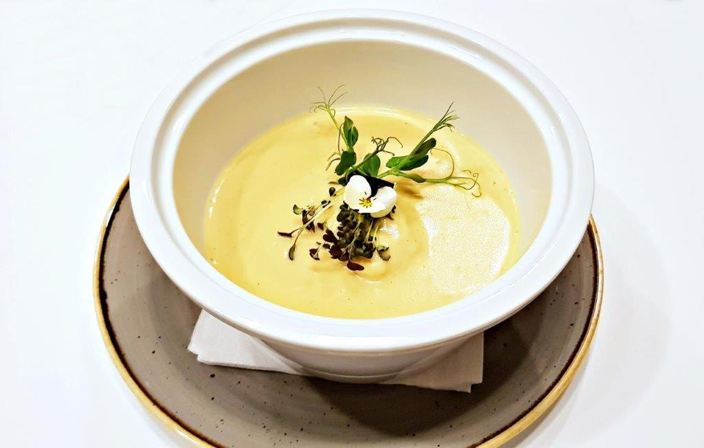 Chicken cream soup with roasted garlic