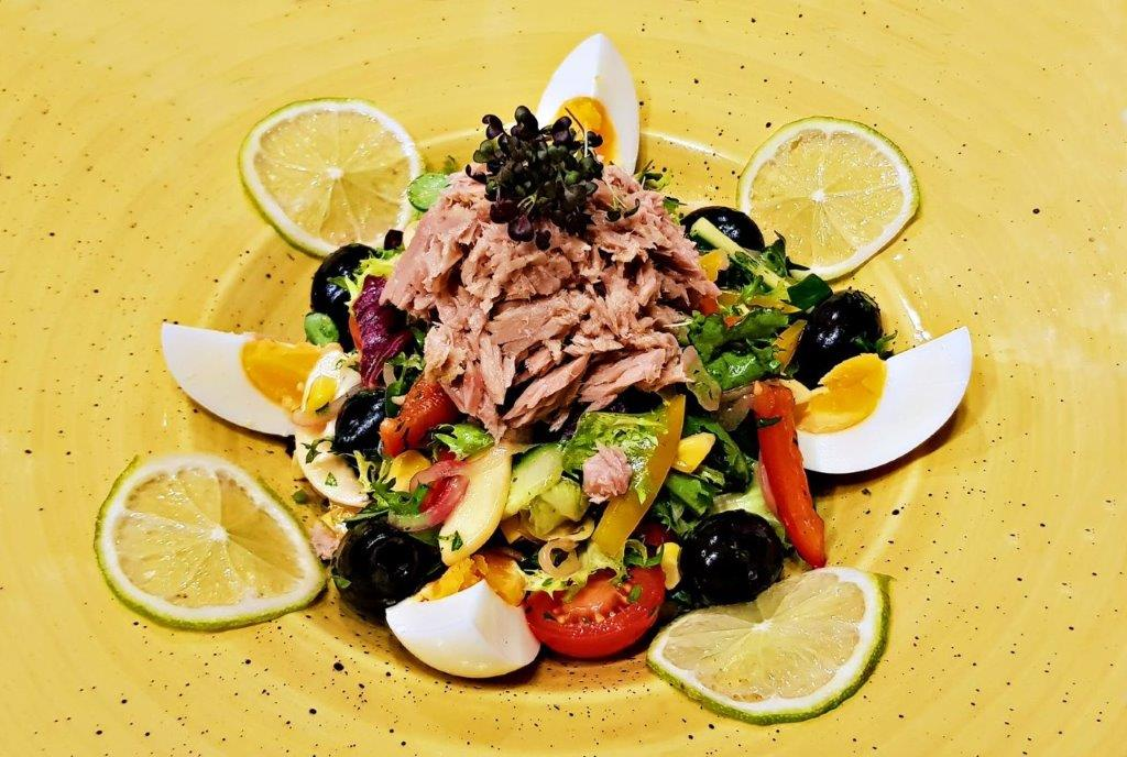 Mediteranean Salad with Tuna